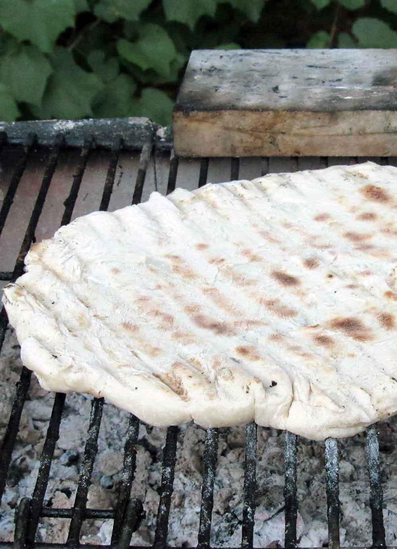 pasta-da-pizza-sul-barbecue
