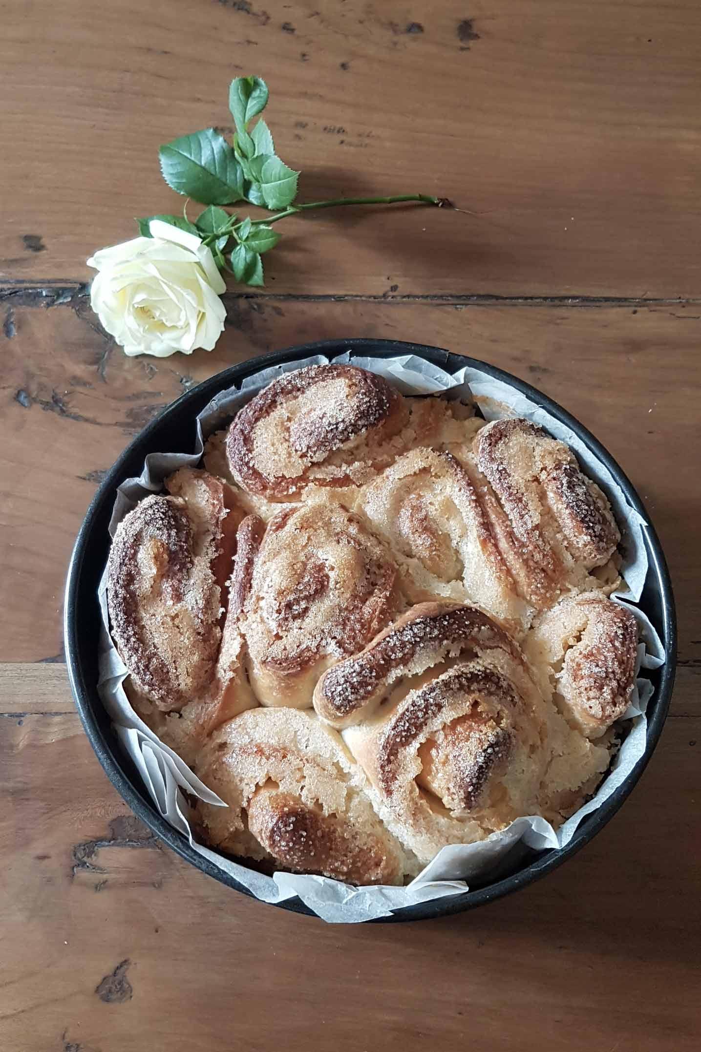 torta-di-rose-nella-tortiera